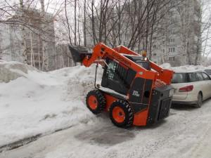 Уборка снега затруднена снегопадами.