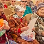 Волонтеры из Кольцово посетили бердский дом престарелых