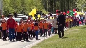 Лицеисты прошли по наукограду красочным олимпийским шествием.