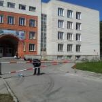 У лицея-интерната № 21 в Кольцово установили шлагбаум
