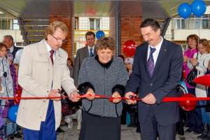 Министр культуры Василий Кузин дал высокую оценку новому зданию ДШИ.