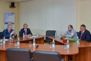 Виктор Толоконский, Николай Красников, Владимир Кожевников и Александр Сергеев на совещании в бизнес-инкубаторе.