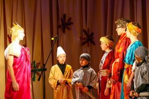 Сцена из Рождественского спектакля.