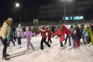 В прошлом году День всех влюбленных праздновали на катке у школы №5.
