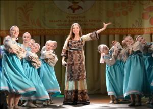 """""""Девчата"""" и Анастасия Трубенкова на церемонии открытия."""
