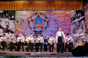 Оркестр народных инструментов и Александр Бирюков на фестивале.