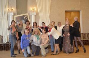 Кольцовские актеры (нижний ряд) в Школе семейного театра.