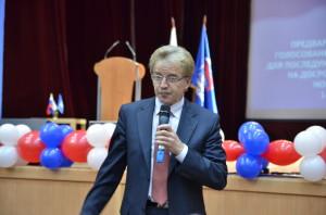Николай Красников отвечает на вопросы выборщиков.