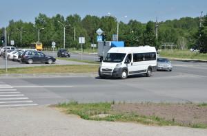 На маршрут №170 выходит всего один автобус, пассажиров выручают маршрутные такси.