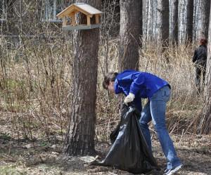 Весенняя уборка леса в Кольцово.