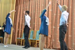"""""""До свидания, мальчики"""". Танец в исполнении 10-классников лицея №21."""