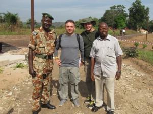 Сотрудники «Вектора» в Гвинее. В центре слева — С.Боднев, справа — А.Кабанов.