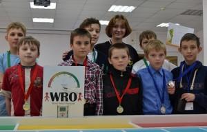 Юные кольцовские конструкторы и Алиса Антонова на фестивале НСО по робототехнике.