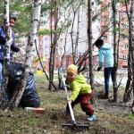 Жители Кольцово вышли на субботник (фоторепортаж)