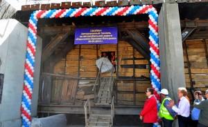 Пройдя по тоннелю, строители впервые выходят из него со стороны Барышево.