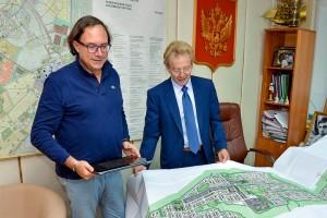 Марко Феррарио и Николай Красников обсуждают концепцию модульного города.
