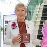 Губернатор вручил почетный знак председателю Союза женщин Кольцово