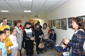 Оксана Понкратьева провела экскурсии по своей выставке.