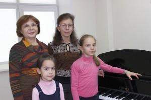 Ольга Караванова и Светлана Шумакова с преподавателями Еленой Зайнутдиновой и Ириной Карпенко.