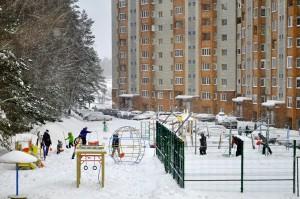 К Новому году двор должен выглядеть как зимняя сказка.