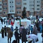 В Кольцово главную елку наукограда зажег Дед Мороз