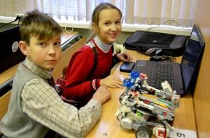 Команда «Школа 5 - Грузчик» -- победители Городских молодежных соревнований по робототехнике.