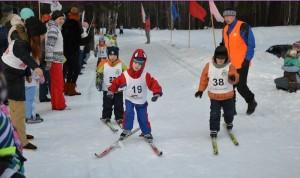 """Дошкольники - самая многочисленная команда на """"Новогодней лыжной гонке""""."""