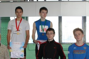 Данила Чертов, на фото слева.
