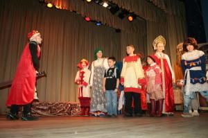 """Сцена из спектакля """"Там, на неведомых дорожках"""". 2011 г."""