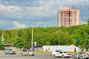 За забором в центре Кольцово начались работы по возведению ТРЦ.