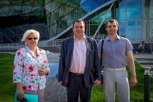 Ольга Благо, Александр Брод и Михаил Андреев во время экскурсии по Кольцово.