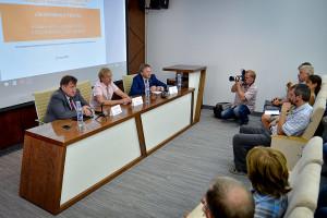 Борис Титов (справа) на встрече с научным сообществом и предпринимателями наукограда.
