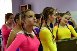 """Участницы кольцовской студии современного танца «Regina» на """"Буффонаде-2016""""."""
