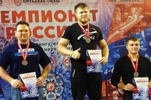 Николай Вишняков (в центре) -- победитель чемпионата России.