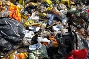 Человечество производит тонны мусора.