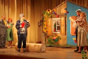 Сцена из спектакля «Прибайкальская кадриль».