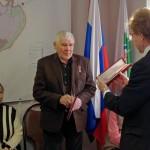 Мэр наукограда вручил юбилейную медаль «80 лет НСО» жителю Кольцово