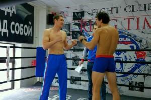 Михаил Сартаков (слева) во время спарринга.