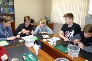 На занятии в Школе юных биологов.