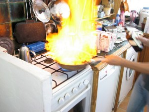 Кухонная плита -- одно из самых опасных мест на кухне.
