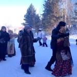Игры, песни, хороводы: в парке Кольцово прошли рождественские гуляния