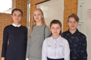 Четверо школьников получили паспорта из рук первых лиц НСО.