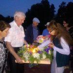 Венки со свечами в знак памяти и скорби спустили в озеро Парка Кольцово