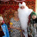 С Новым годом пожилых кольцовцев поздравлял Дед Мороз-доброволец